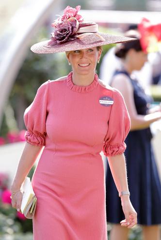 Фото №46 - Одним цветом: как королевские особы носят монохромные образы— 30 вдохновляющих примеров