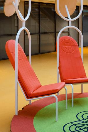 Фото №8 - Яркая мебель Матали Крассе в атриуме по проекту Ренцо Пьяно