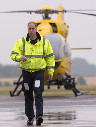 Фото №1 - Принц Уильям спас ребенка в автокатастрофе