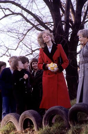 Фото №53 - 70 красных нарядов: как принцесса Диана носила любимый цвет