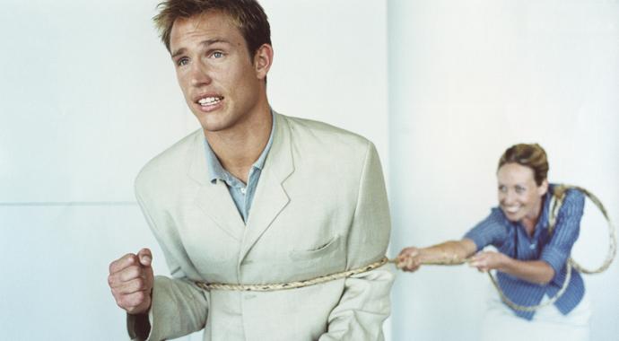 4 признака, что партнер пытается вас контролировать