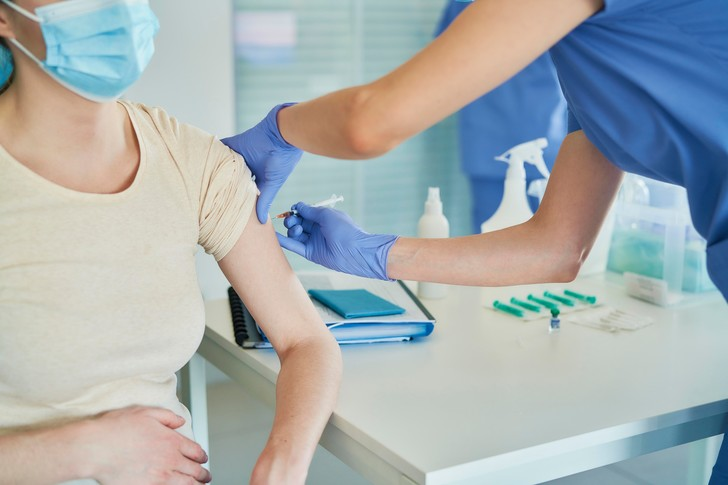 Фото №2 - Почему россияне боятся вакцинации? Мнение эксперта