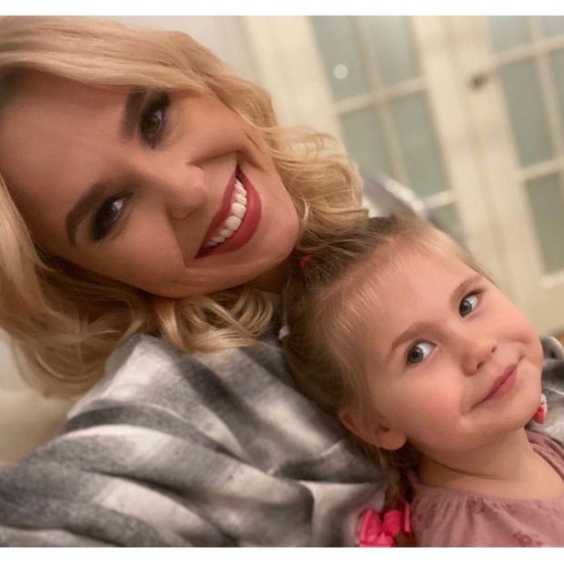 Фото №1 - Пелагея показала, как учит 3-летнюю дочь читать: видео