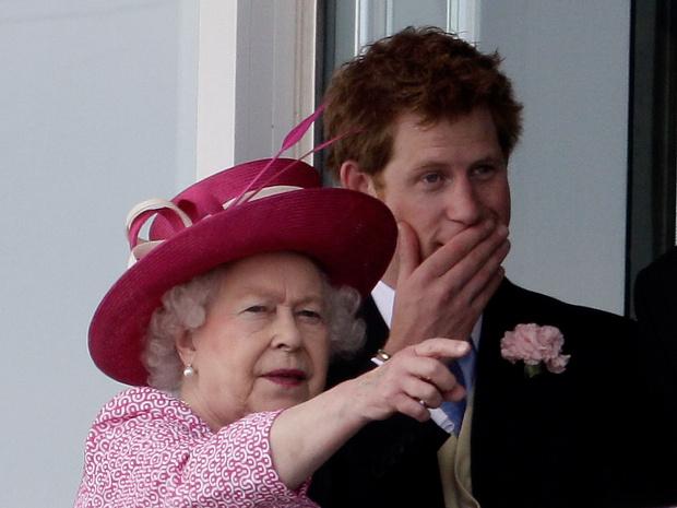 Фото №3 - Сама терпимость: Елизавета II приглашает принца Гарри на разговор в следующем месяце