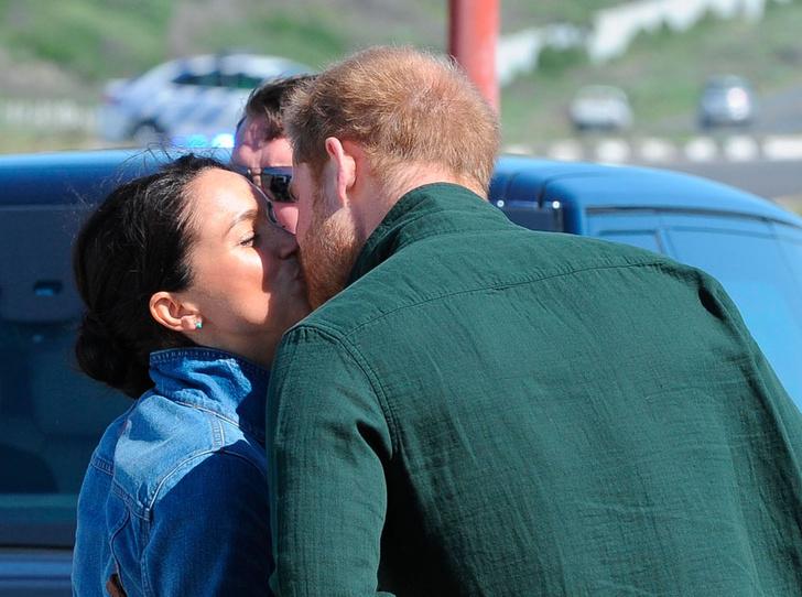 Фото №10 - Как простые смертные: эксперт по этикету – о поведении Гарри и Меган во время тура