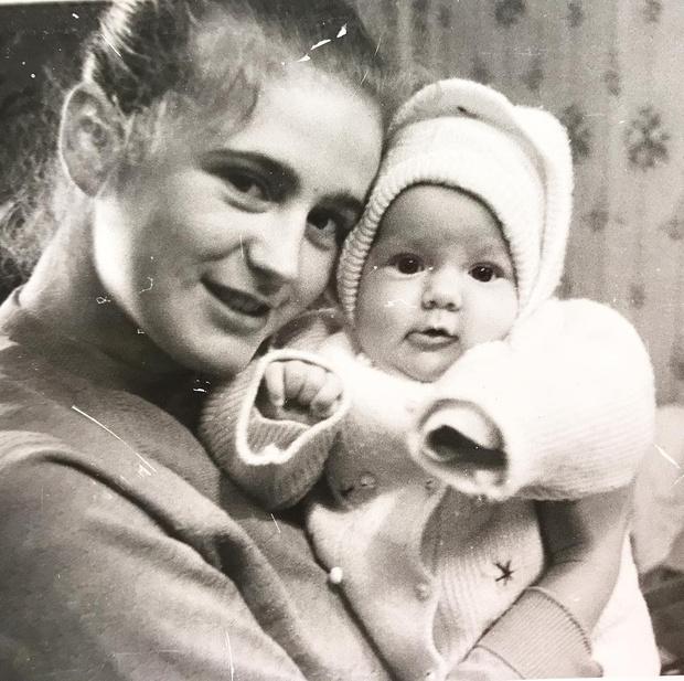 Юлия Барановская в детстве с мамой
