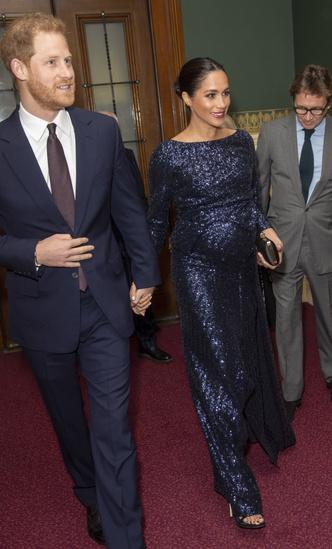 Фото №14 - Блеск Короны: как монаршие особы носят сверкающие пайетки