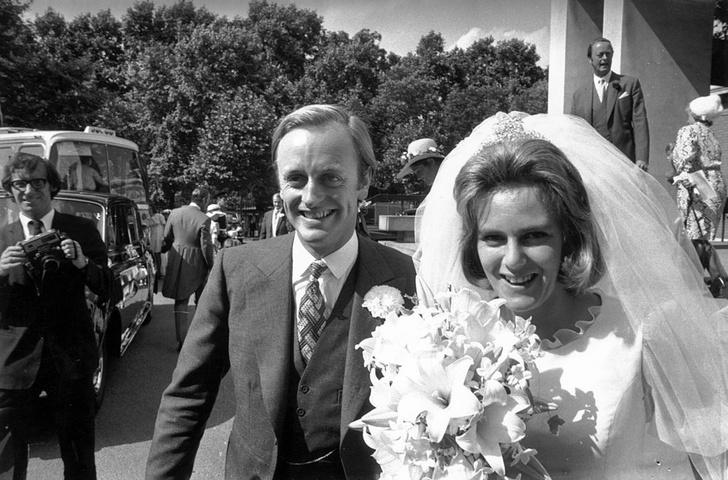 Фото №3 - Против правил: почему Камилла отказалась от тиары на свадьбе с Чарльзом