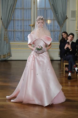 Фото №35 - Свадебный сезон 2017: модные палитры и детали, которые сделают свадьбу по-настоящему стильной