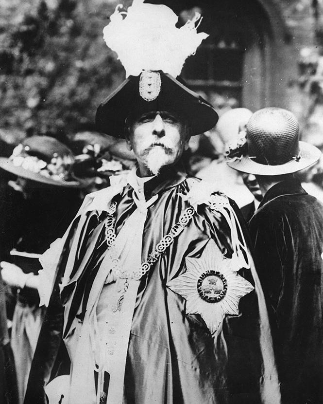 Сэр Бэзил при полном параде и со всеми регалиями. 1923 год