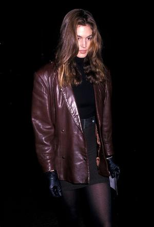 Фото №8 - Как носить кожаный жакет из 90-х: лучшие сочетания сезона