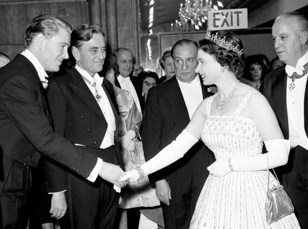 Фото №2 - Из торжественного наряда в подвенечный: полувековая история свадебного платья Беатрис
