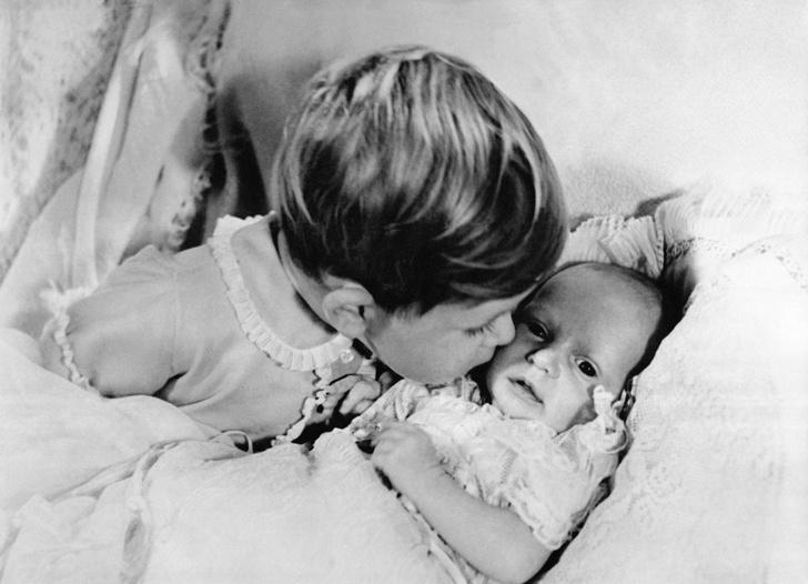Фото №4 - Старший брат: самые трогательные фото принца Чарльза с принцессой Анной