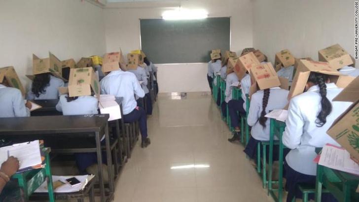 Фото №2 - Индийских школьников заставили надеть на головы картонные коробки, чтобы не списывали на экзамене
