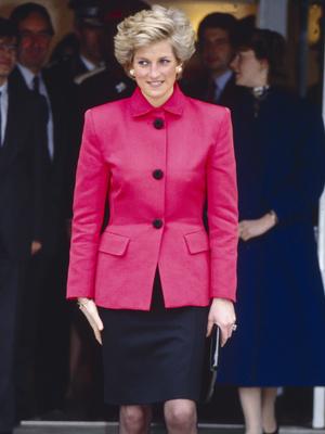 Фото №41 - От персикового до фуксии: как принцесса Диана носила розовый цвет (и почему он ей так шел)