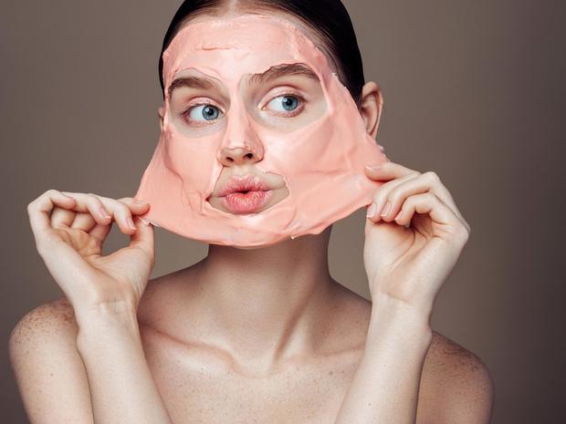 Фото №4 - Почему на самом деле нельзя спать с макияжем на лице (и что делать, если это произошло)