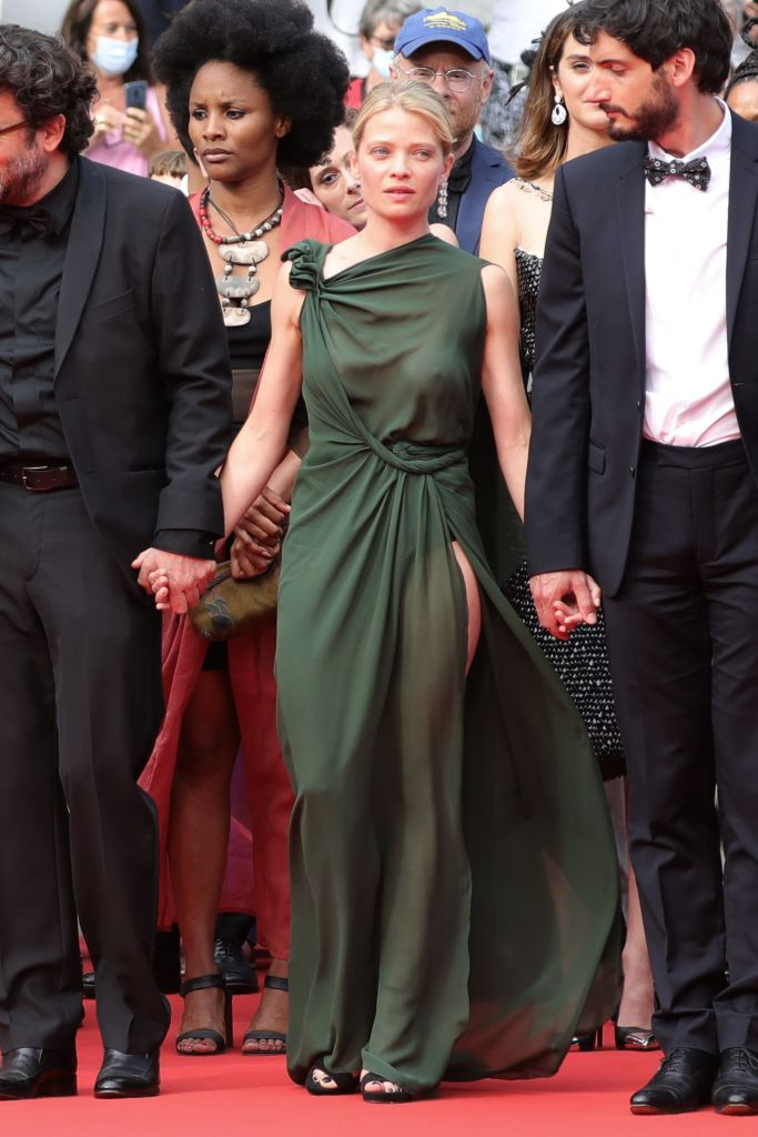 Фото №3 - Смотри в глаза: французская актриса Мелани Тьерри в «голом» платье Dior