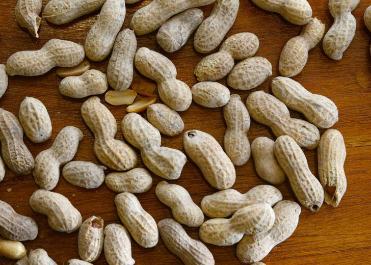 Фото №1 - В США одобрено первое лекарство от аллергии на арахис