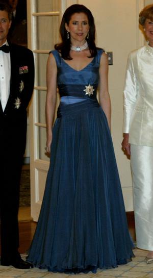 Фото №10 - 15 примеров, когда королевские особы надевали одно и то же вечернее платье несколько раз