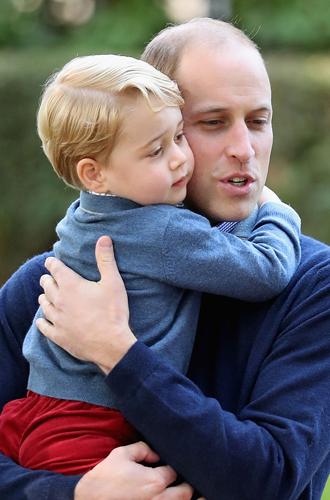 Фото №10 - Самые милые фотографии королевских отцов с детьми