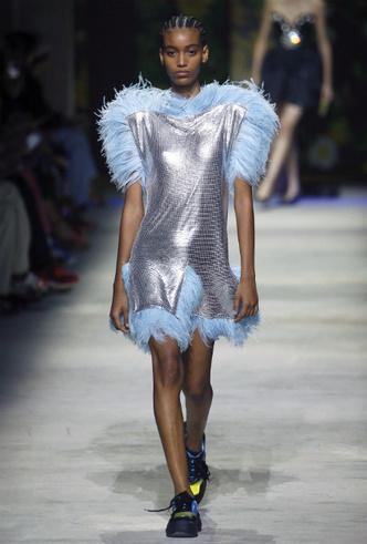 Фото №12 - Как носить перья: 10 идей на все случаи жизни
