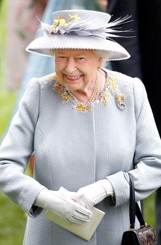 Фото №4 - Секреты Елизаветы: 8 новых историй о гардеробе Королевы