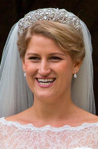 Фото №3 - Свадебная тиара принцессы Дианы украсила другую невесту