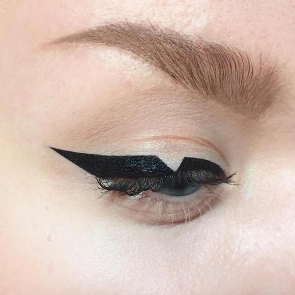 Фото №6 - Креативные стрелки: 10 способов разнообразить макияж глаз