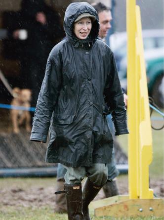 Фото №13 - Любимый бренд королевской семьи: как Виндзоры носят резиновые сапоги Hunter