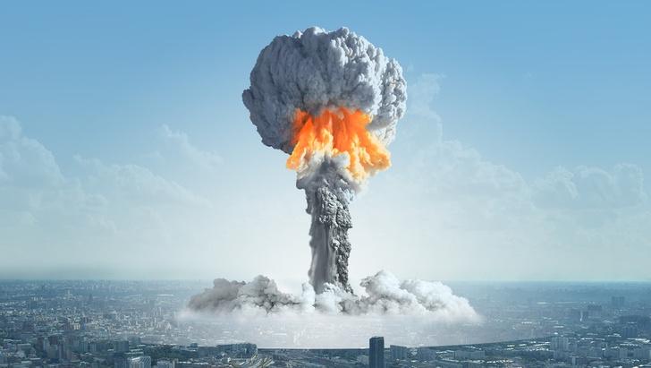 Фото №1 - Дональд Трамп предложил бороться с ураганами ядерными бомбами