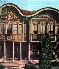 В доме Аргира Коюмджиоглу (1847) ныне располагается этнографический музей.