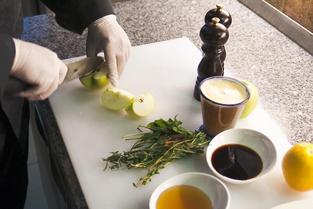 Фото №4 - Рождественская утка с яблоками: рецепт