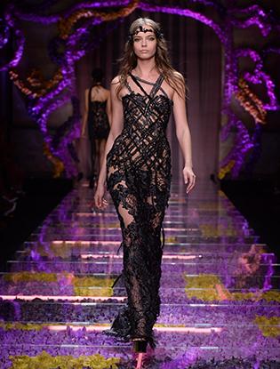 Фото №36 - Неделя Высокой Моды в Париже: Atelier Versace FW2015/16
