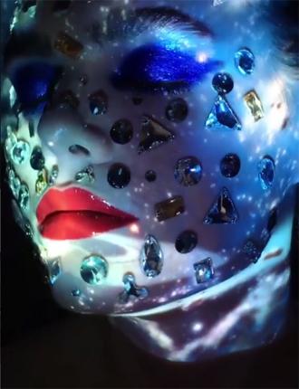 Фото №12 - Стразы и наклейки на лице: новый beauty-тренд