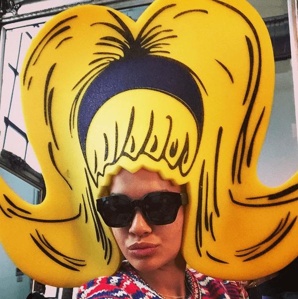 Фото №16 - Звездный Instagram: Знаменитости в забавных париках, масках и костюмах