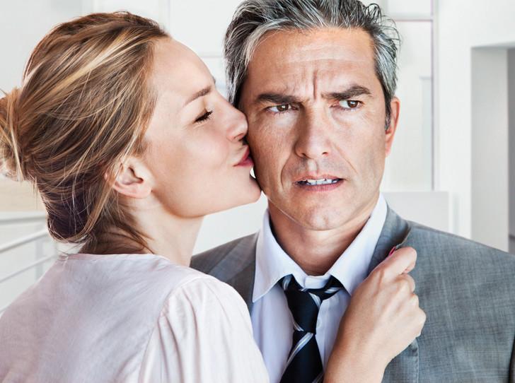 Фото №8 - Любит, но уходит: 7 причин, почему мужчины бросают тех, в кого действительно влюблены