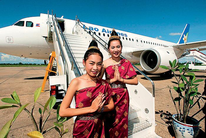 Фото №9 - Высокие стандарты: стюардессы из разных стран мира