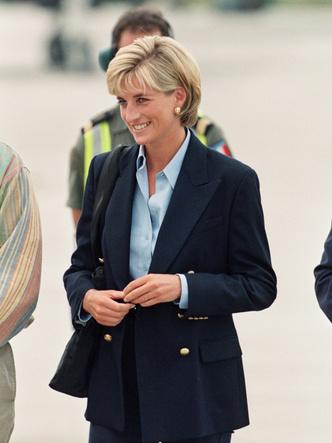 Фото №14 - Королевский кэжуал: как Диана носила объемные пиджаки