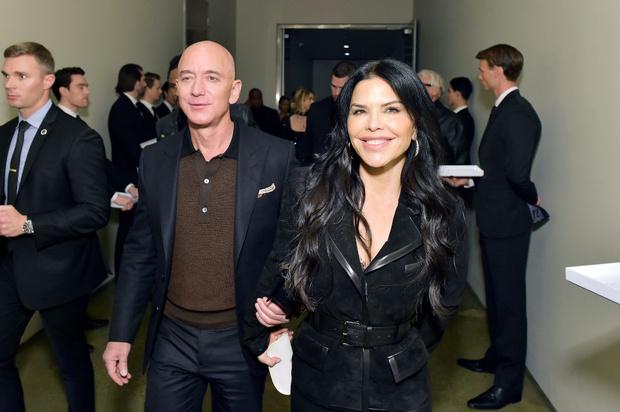 Фото №2 - Что нужно знать о любимой женщине самого богатого человека на планете?