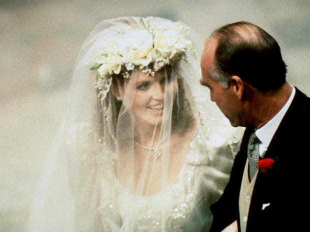 Фото №1 - Назад в прошлое: самый трогательный момент свадьбы Сары Фергюсон и принца Эндрю