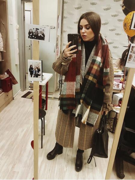 Пальто: Pull & Bear, шарф: Bershka