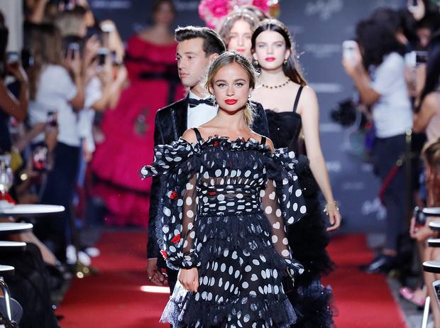 Фото №1 - Аристократки на секретном показе Dolce & Gabbana в Милане