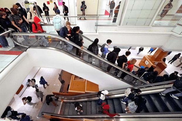 Фото №1 - В США торговый центр превратили в школу 😯
