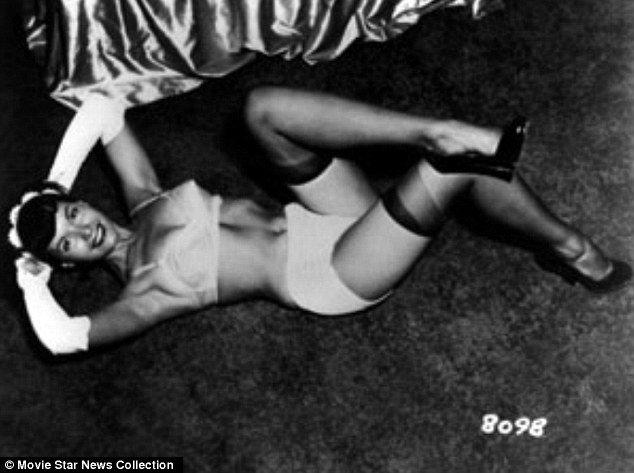 Фото №1 - Редкие фотографии Бетти Пейдж уйдут с молотка