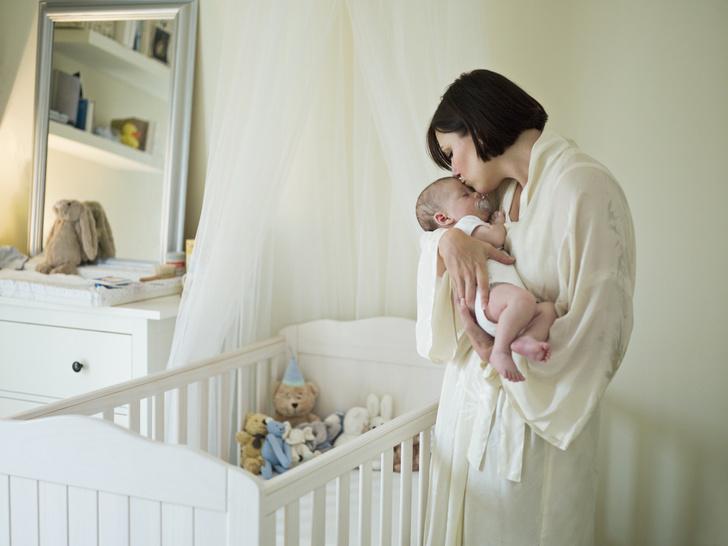 Фото №1 - Почему нельзя ставить кроватку младенца близко к маминой