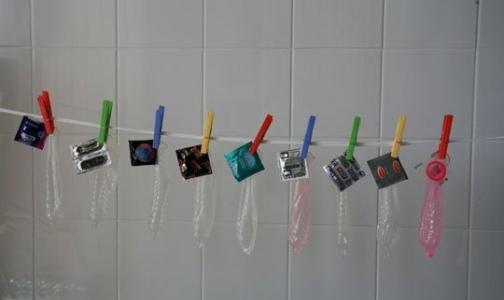 Фото №1 - Петербургским школьникам и студентам раздадут бесплатные презервативы