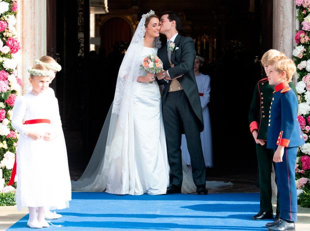 Фото №4 - Баварская принцесса Софи вышла замуж в копии платья Меган Маркл