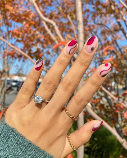 Фото №1 - Абстрактный маникюр: самые необычные дизайны для ногтей любой длины