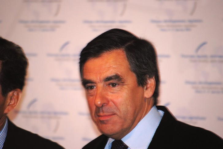 Фото №1 - Экс-премьера Франции приговорили к тюрьме за то, что он фиктивно платил зарплату жене