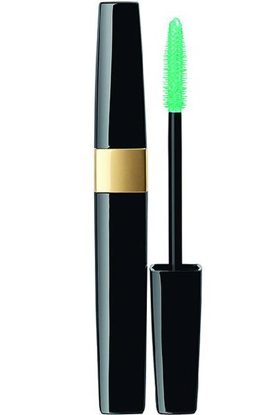 Фото №1 - Beauty-новинки недели: свеча Diptyque, сыворотка Estee Lauder и салатовая тушь Chanel